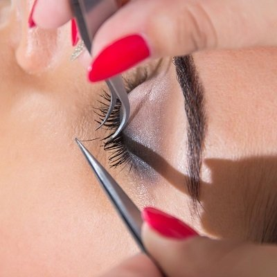 LASH EXTENSIONS TRAINING ELITE BEAUTY SCHOOL IN BISHOPS STORTFORD HERTFORDSHIRE